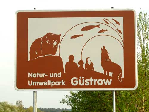 Autobahnschild A19 NUP Güstrow Wildpark MV